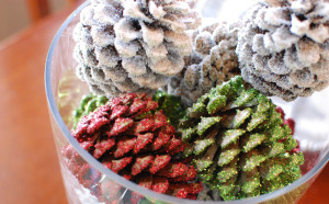 DIY Friday: Christmas Pine Cone Centerpiece