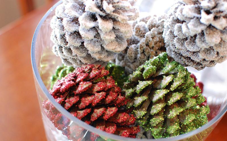 Diy friday christmas pine cone centerpiece