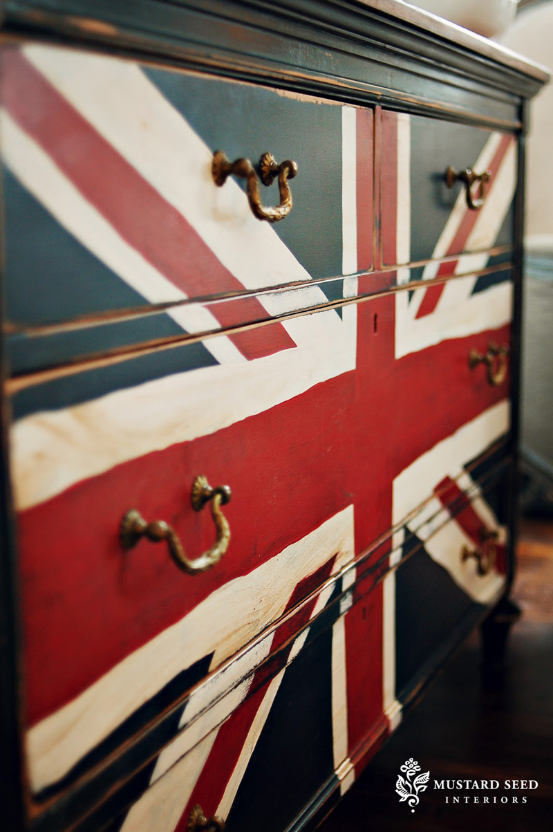 Diy friday to die for union jack dresser for Union jack bedroom ideas