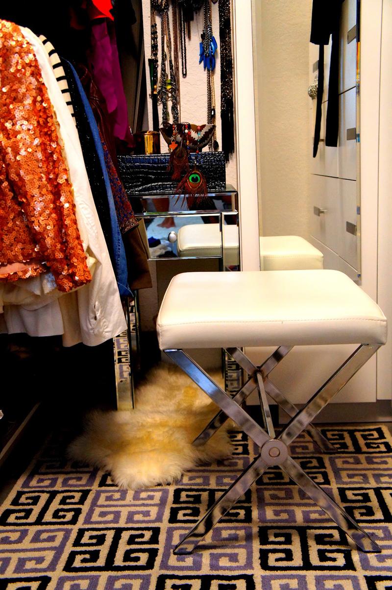 Suzy q, better decorating bible, blog, ideas, walk-in closet, designing,  greek key rug, bench, fur, chic, the Cuban in my coffee, mirrored furniture  (3)