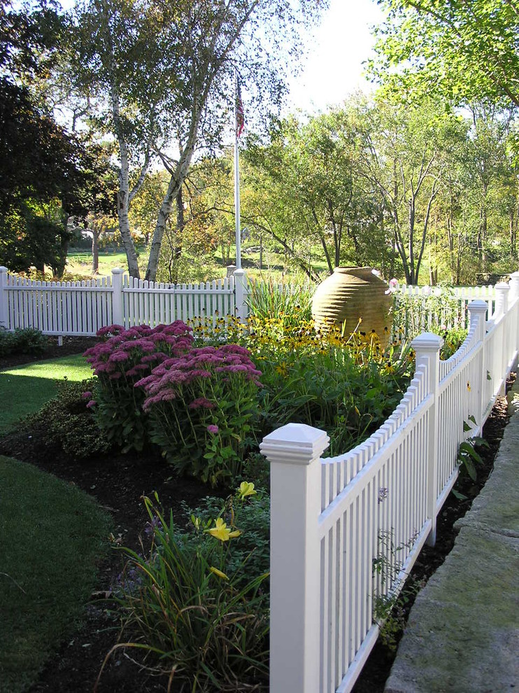 white picket fence traditional-landscape