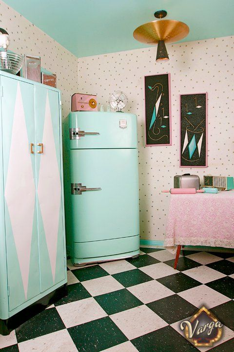 Pin up decor blast from the past with 13 pretty spaces - Decoracion cocinas estilo vintage ...