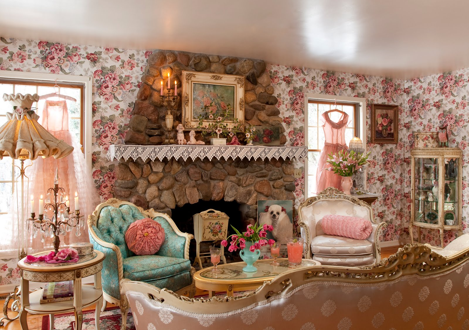 Design Better Decorating Retro Pin Up Living Room 50s Style Paisley Floral Wallpaper Gone With The Wind Interior Decor