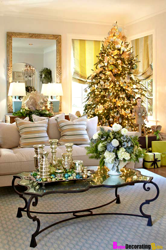 Home decorating for christmas 2017 grasscloth wallpaper Holiday decorated homes
