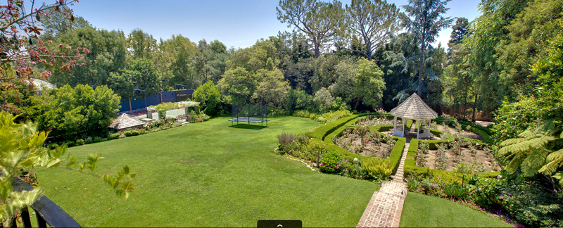 Responses to Stunning Bel Air Home Up for Grabs