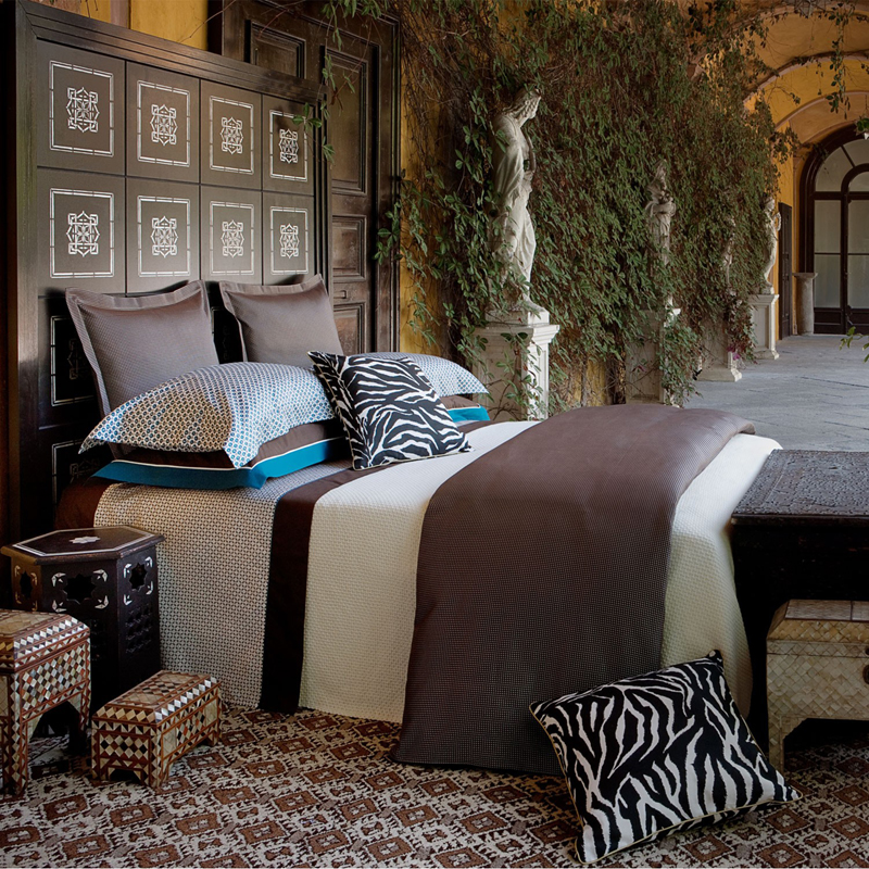 Suzy q  better decorating bible  blog  ideas  how to  bed set  skirt   bedding  bedroom  decorative pillows  comforter  down  sheets  thread count   3. Suzy q  better decorating bible  blog  ideas  how to  bed set