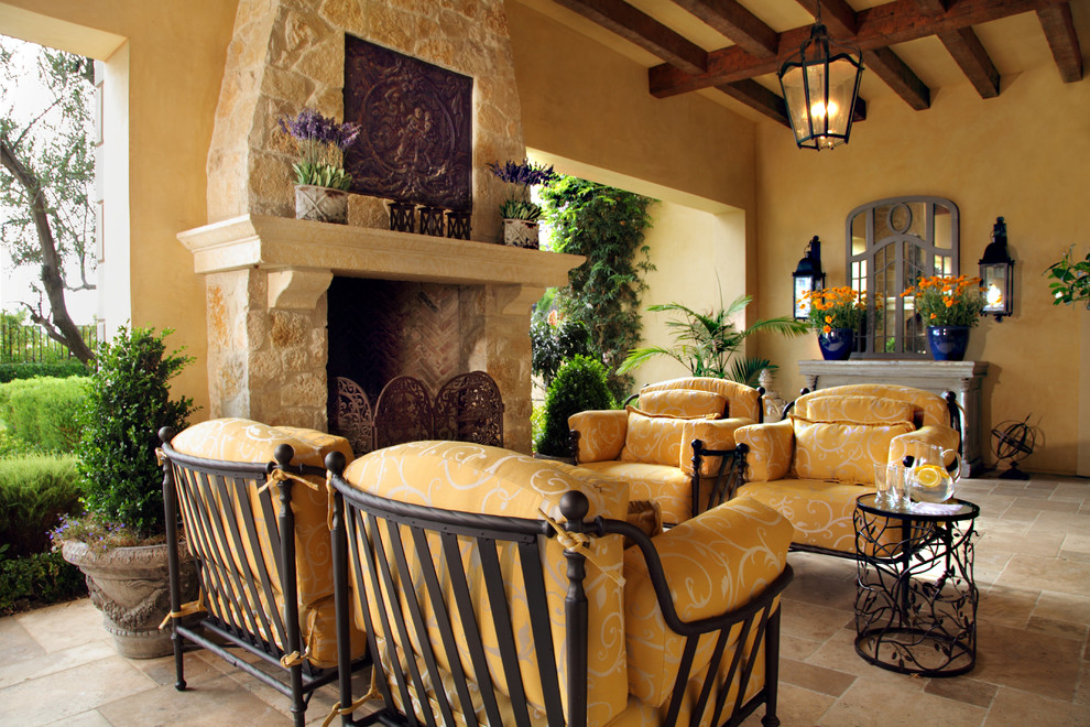 Picture your life in tuscany in a mediterranean style home - Italian inspired living room design ideas ...