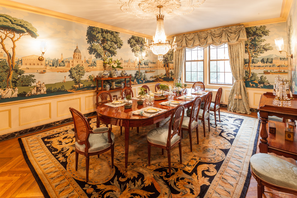 Park avenue apartment shocks with stunning wall mural for Traditional dining room wall decor