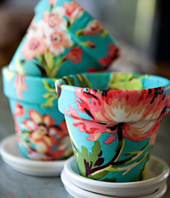 Suzy-q-better-decorating-bible-blog-ideas-diy-project-weekend-do-it-yourself-how-to-gardening-pots-mod-podge-glue-spring-cheap-chic-budget-decorating-interiors-home-house