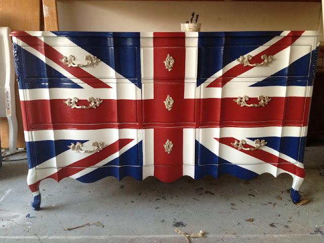 no-sensesensibility-com-Suzy-q-better-decorating-bible-blog-ideas-diy-cheap-chic-budget-dresser-union-jack-british-flag-paint-blue-red-white-boys-room-cool-teens-bedroom-do-it-yourself-proje