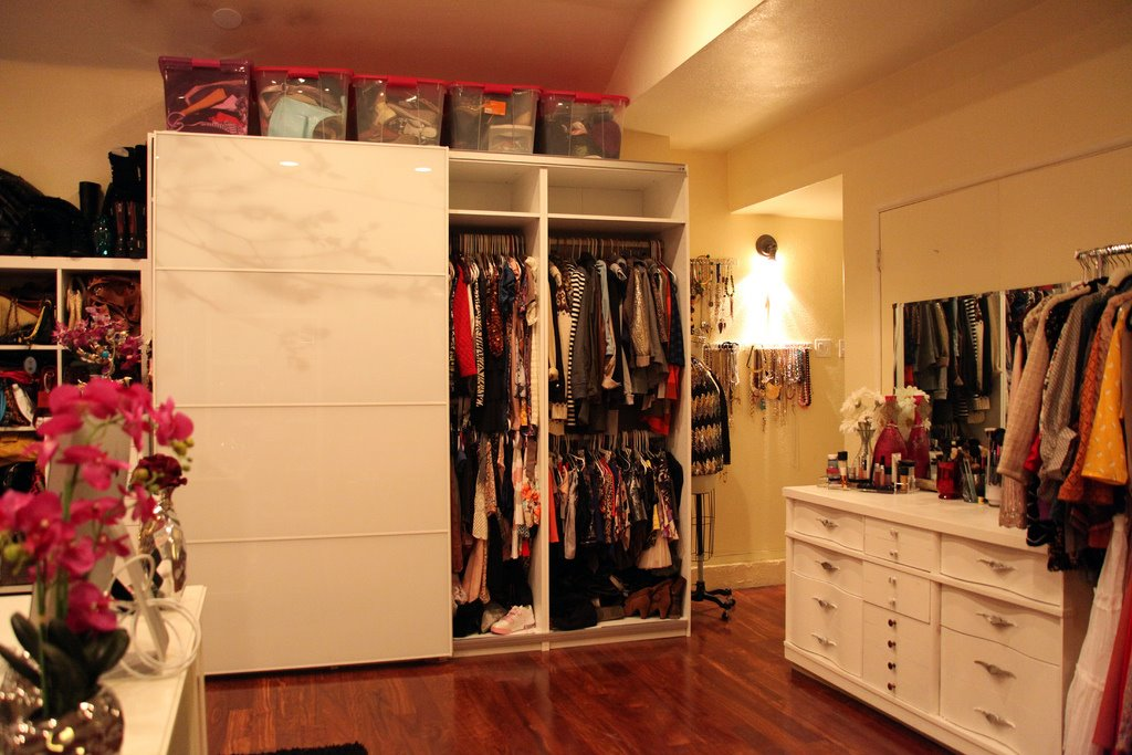 A Dream Girl S Closet And Office In One Betterdecoratingbiblebetterdecoratingbible