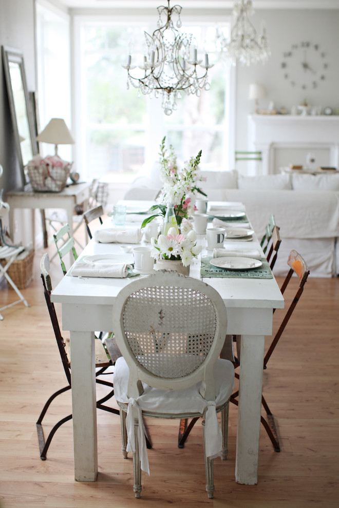 Shabby chic dining table decorations lovely home for Shabby chic dining table decor