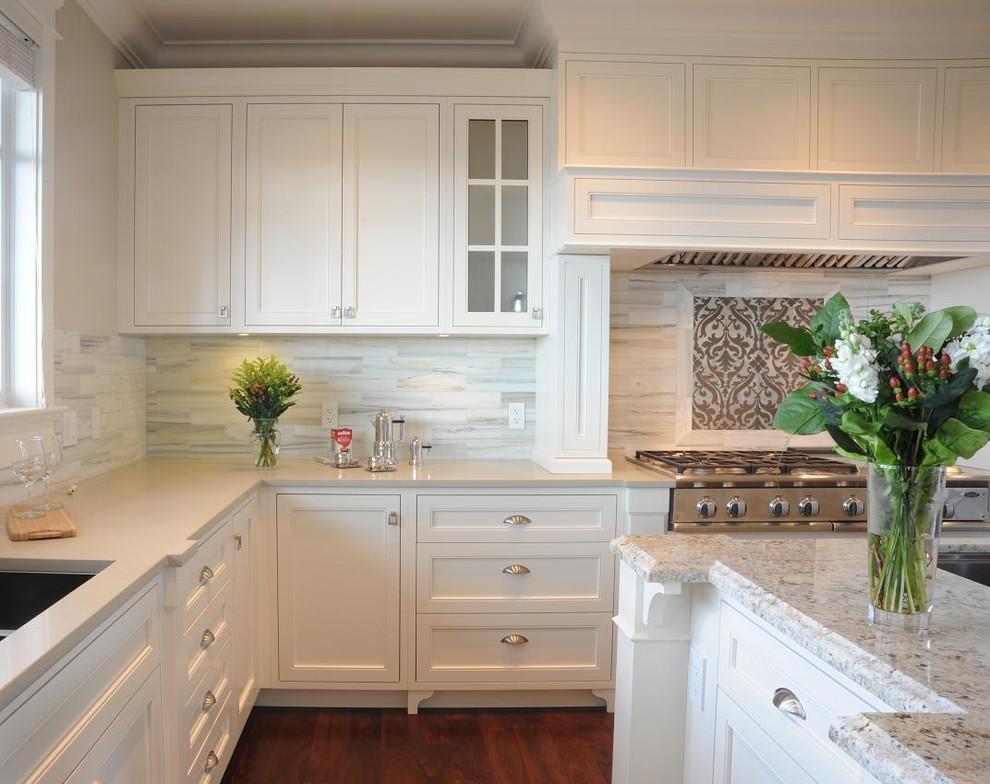 Creating the perfect kitchen backsplash with mosaic tiles for Transitional kitchen ideas