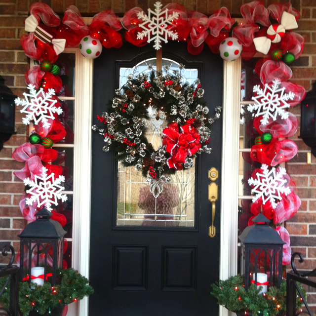 Christmas Decorations For Neighborhood Entrances : How to achieve the perfect front door decor this christmas