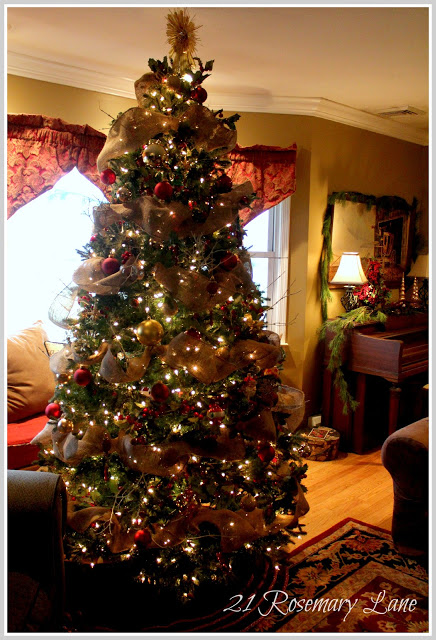 tree Christmas with burlap garland 4