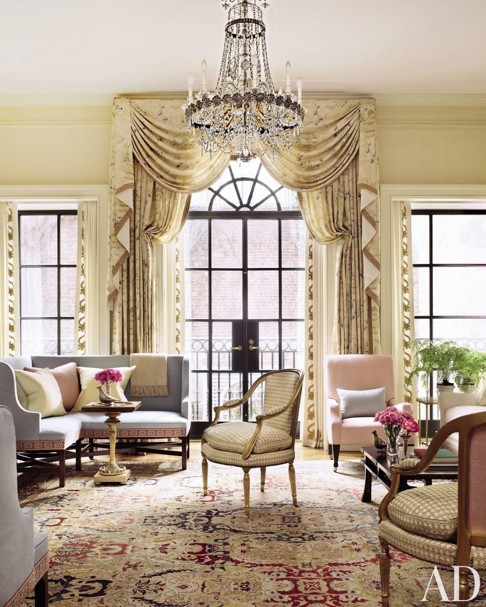 traditional-living-room-peter-pennoyer-architects-new-york-city-201104-3_1000-watermarked
