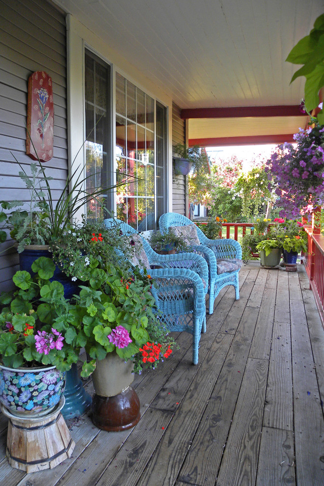 Summer curb appeal 7 fun ways to decorate your home s for Front porch patio furniture