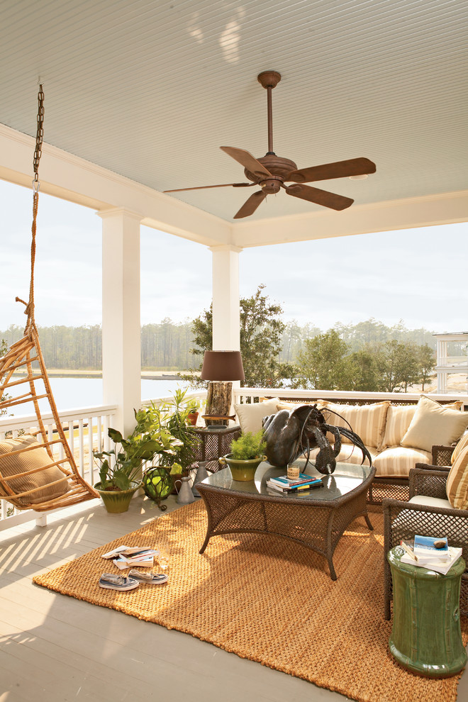 Summer curb appeal 7 fun ways to decorate your home s for Summer beach house decor