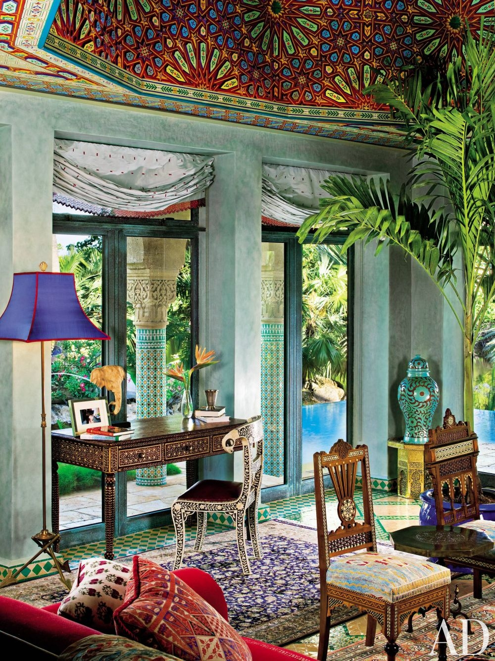 Take a trip to morocco 7 tips to nail this exotic for Key west style bedroom furniture