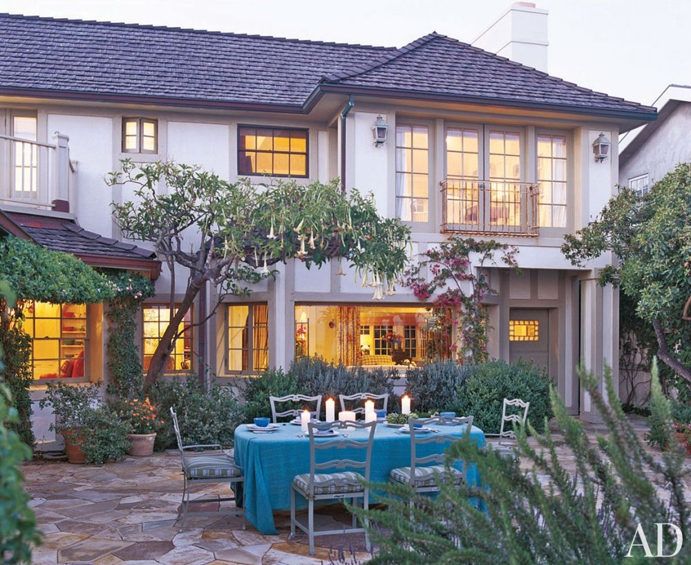 traditional-outdoor-space-michael-s-smith-inc-malibu-california-200503-2_1000-watermarked