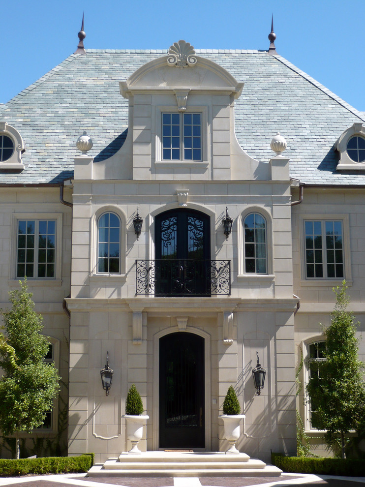 Monday eye candy stunning classical french home in dallas for Classic house facades