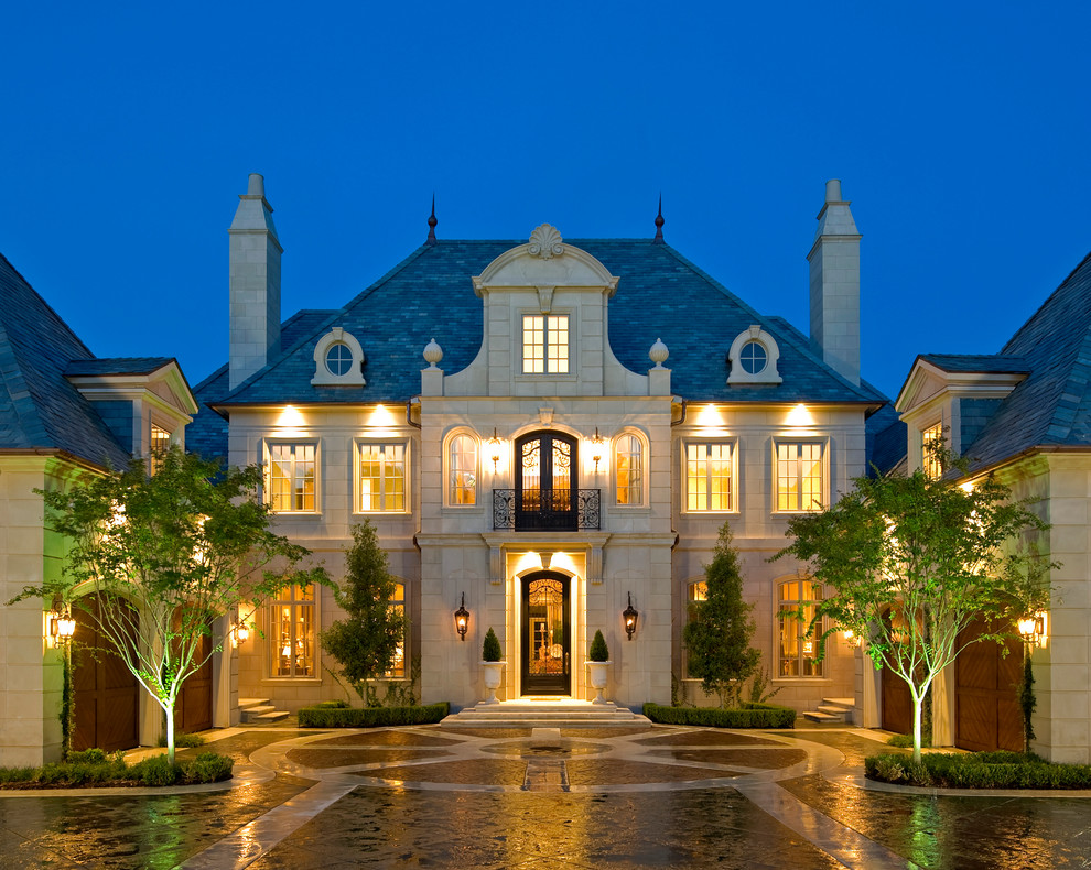 Monday eye candy stunning classical french home in dallas for Luxury classic house