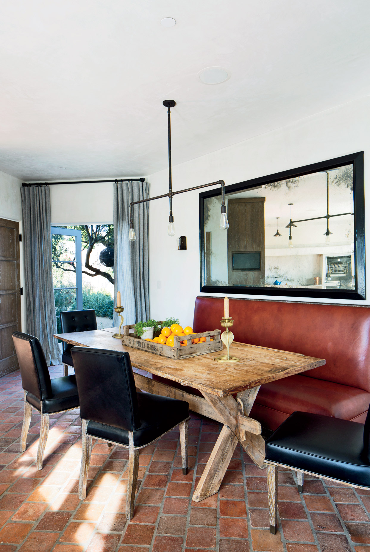 modern-dining-room-martyn-lawrence-bullard-design-los-angeles-ca ellen pompeo home tour celebrity breakfast nook better decorating bible blog