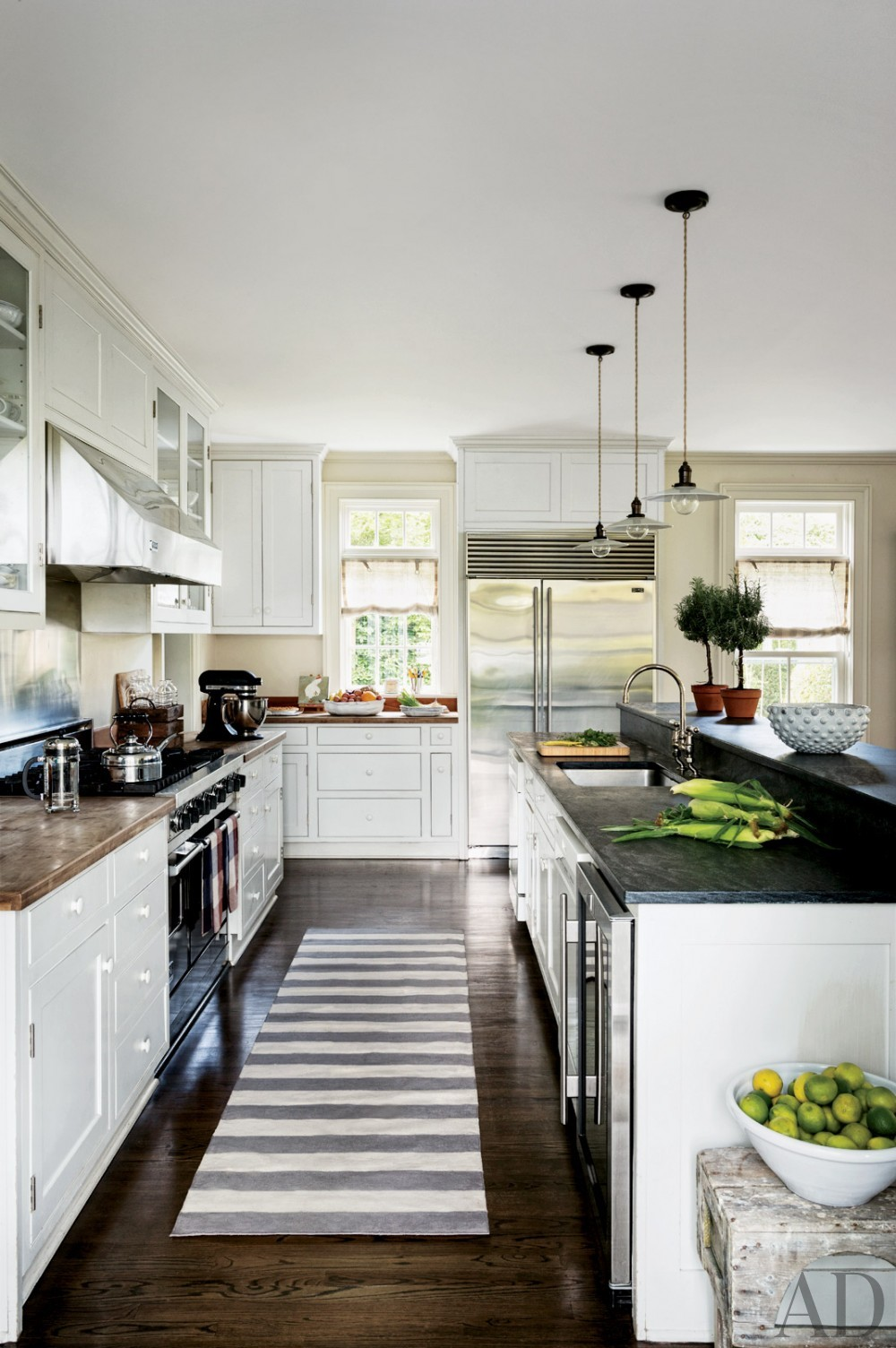 contemporary-kitchen-rebecca-bond-bridgehampton-new-york-201407.jpg_1000-watermarked