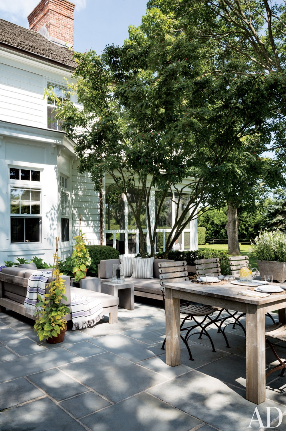 contemporary-terrace-rebecca-bond-bridgehampton-new-york-201407.jpg_1000-watermarked