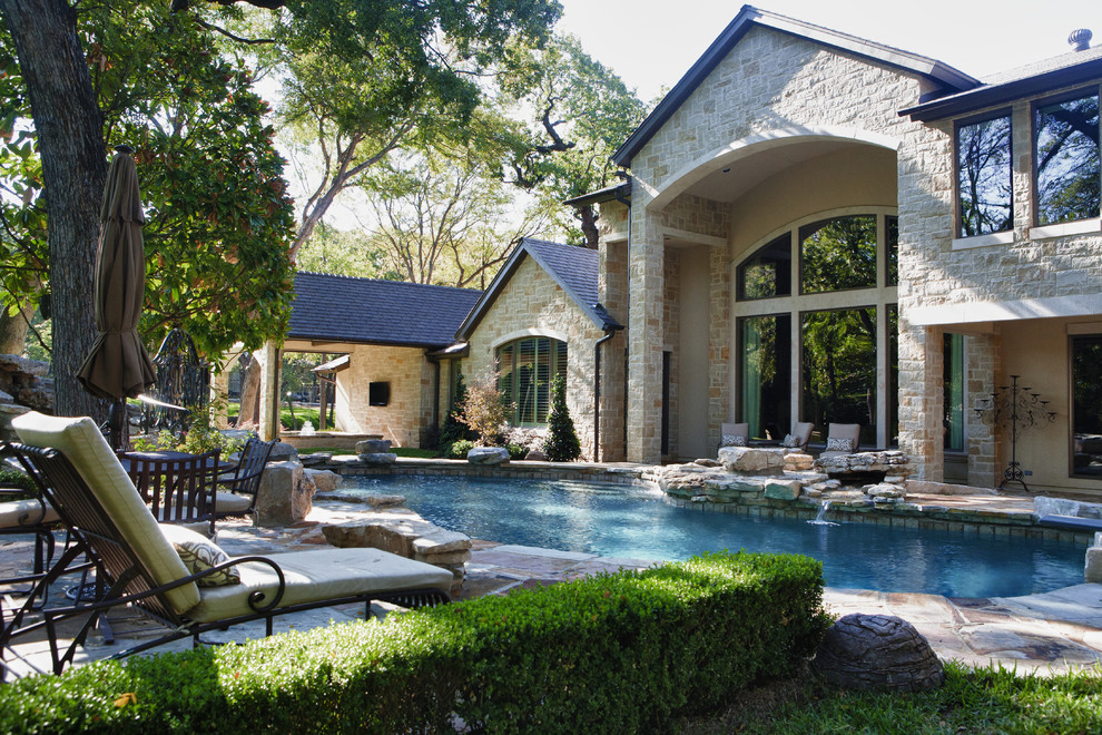 7 patio must haves for summer entertaining for Outdoor pool decorating ideas