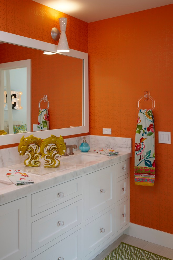 Citrus colors are back tour these 7 summery bathrooms for Orange and grey bathroom accessories