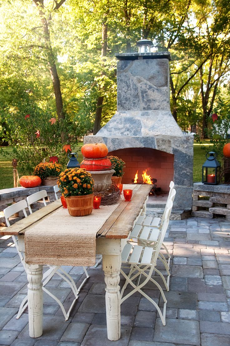 Create the perfect thanksgiving dinner outside here s our for Table th collapse
