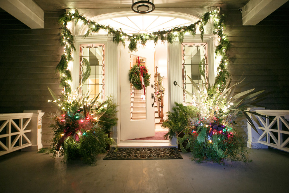 5 unique ways to decorate your home for the holidays for Outdoor christmas wall decorations