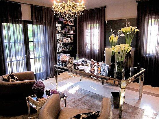 khloe kardashians home office