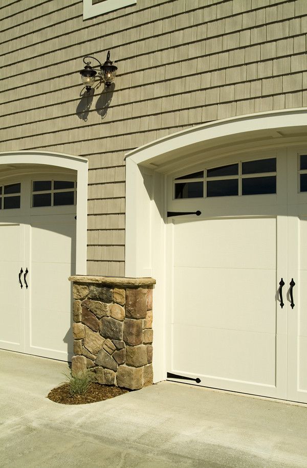 7 easy garage door makeover ideas to boost your home 39 s for Build carriage garage doors