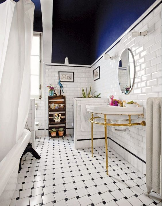 cool blue bathroom walls decorating