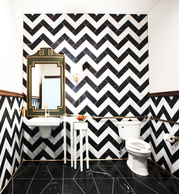 monochrome-chevron-tiles-bathroom-glam-decorating-black-white-gold