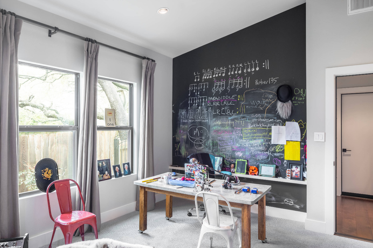 diy-chalkboard-wall-decorating-for-kids