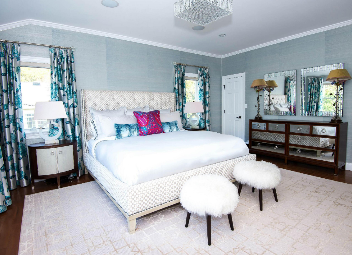 Glamorous bedrooms for some weekend eye candy for Bedroom bed decoration