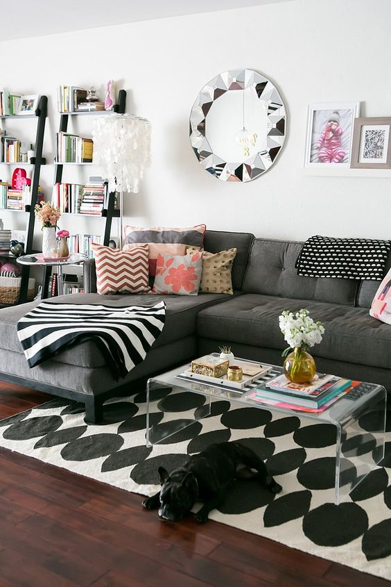 pretty-living-room-decorating-l-section-sofa-geometric-rug-ideas