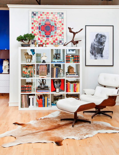 displaying-artwork-on-bookshelf-decorating-modern-style