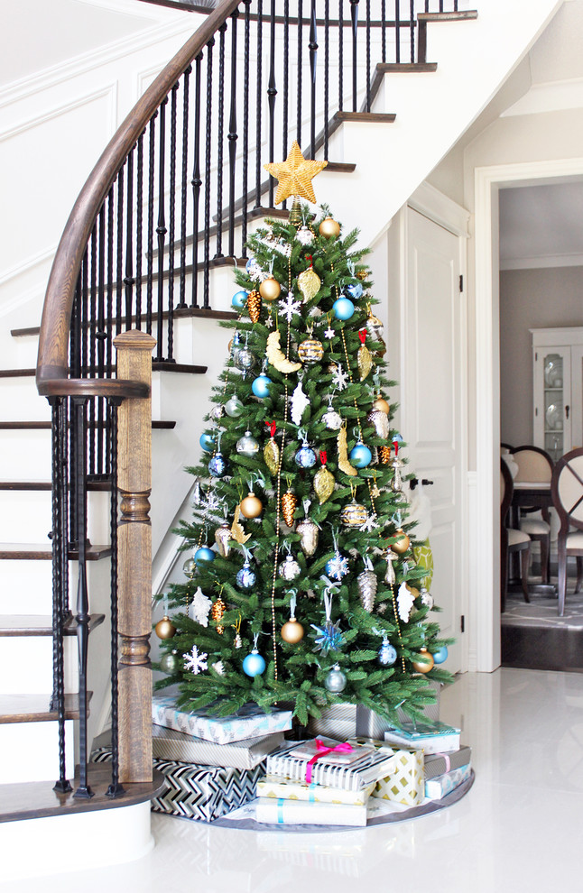 glamorous-hallway-christmas-tree-decorating-ideas-modern
