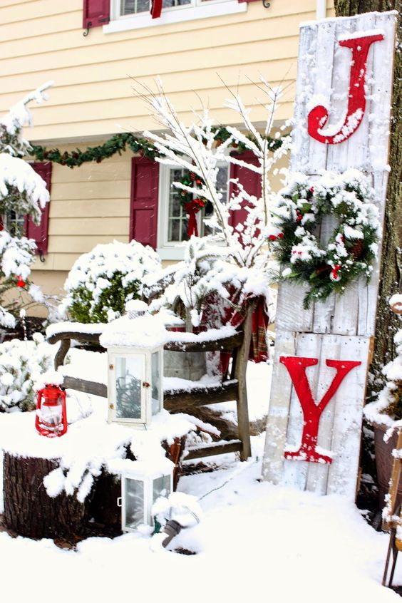 outdoor christmas decorating ideas joy sign