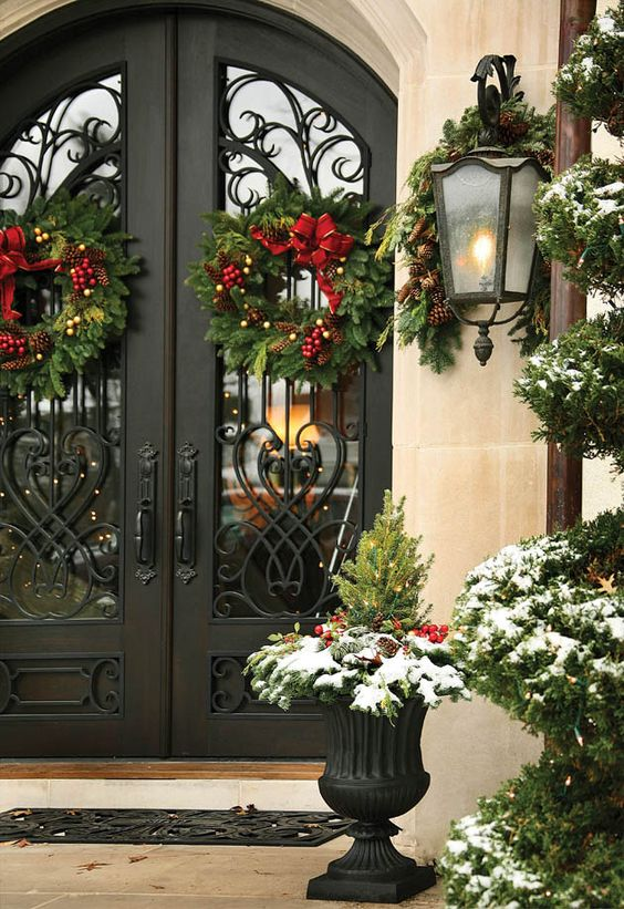 Outdoor Christmas Decorating Wreaths Dramatic
