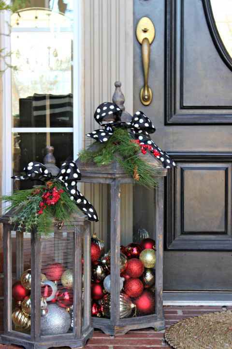 outdoor-lantenrs-christmas-holidays-decorating-ideas-ornaments-bows