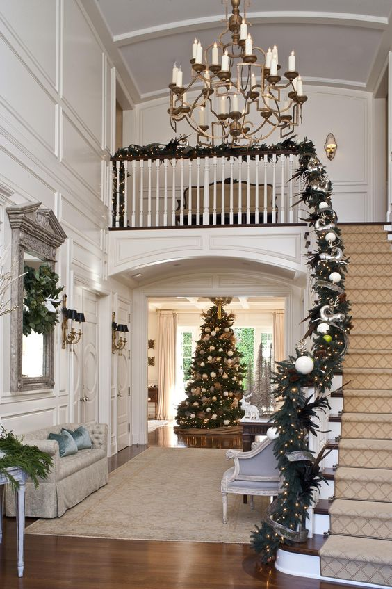 christmas-holiday-decorated-foyer-entrance-stairs-ideas