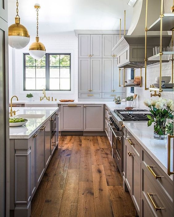 kitchen-hardwood-plank-flooring-decorating-ideas-grey-cabinets-white-countertop