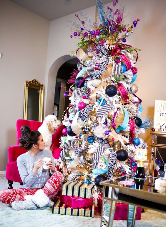 pink-christmas-tree-decorated-glam-glamorous-chic-ideas-girly-tree