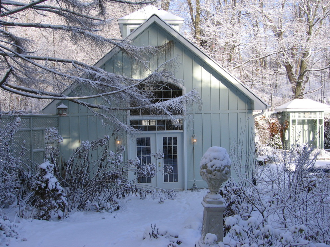 winter-garden-shed-outdoor-living-area