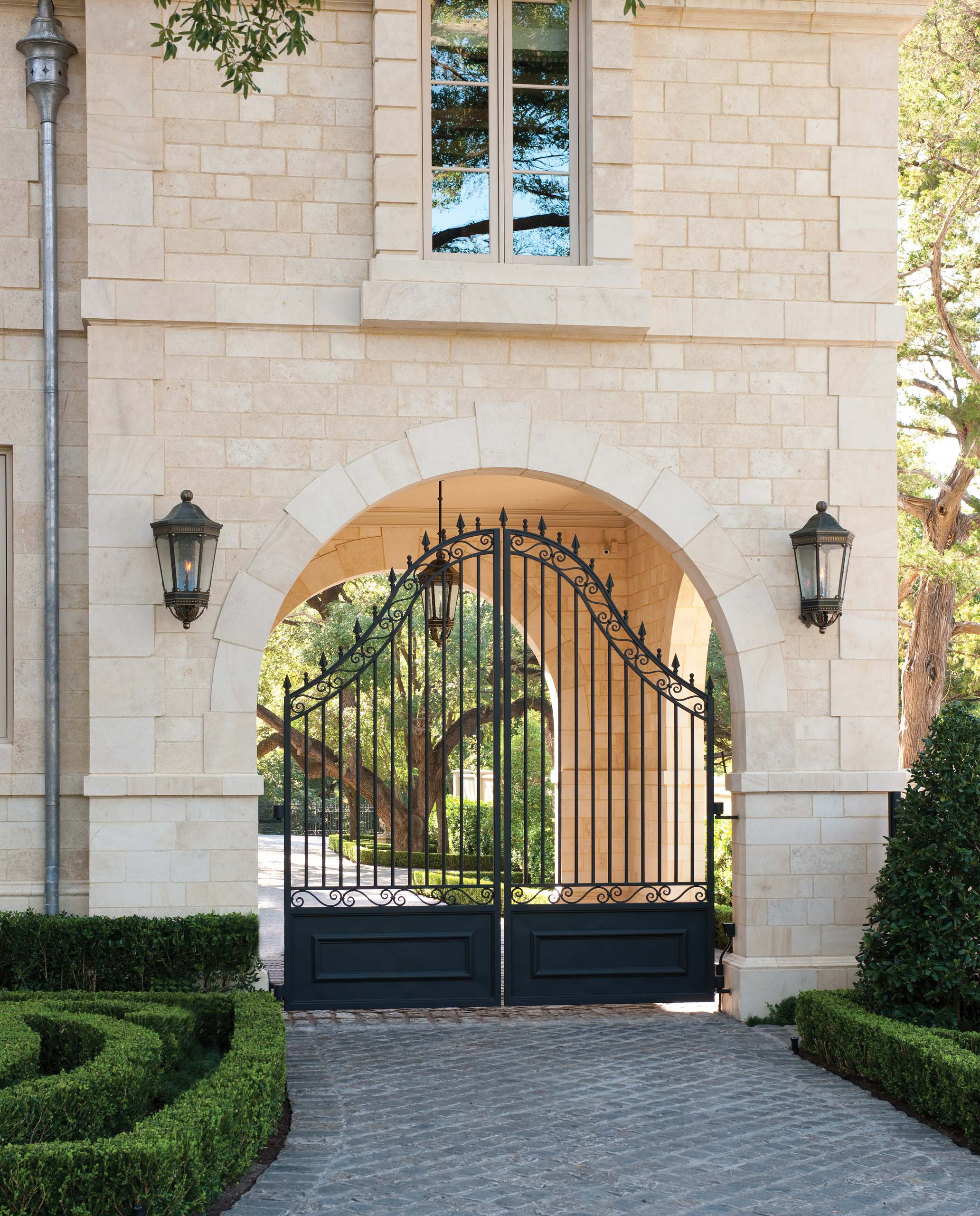 Important Factors To Consider Before Choosing Gates For